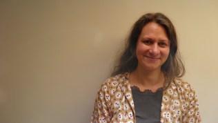 Pia Lindman (FI-1965 Espoo) divide su tiempo entre Berlín y de la obra de construcción de una aldea ecológica en Fagervik, Finlandia. Basado en el trabajo de desempeño de Lindman se centra actualmente en las toxinas ambientales - un tema que ella investigó con las obras a su cargo para el Internat Ural. Industrial Bienal de Ekaterinburg, Rusia (2010) y Trabajó en Berlín 6° exposición en el Haus der Kulturen der Welt, Berlín, Alemania (2011). Lindman ha expuesto ampliamente y actualmente es Profesor Asistente en MIT de Boston, y desde agosto del 2013, Profesora del tiempo completo en la facultad de Artes en la Universidad de Aalto, Finlandia.