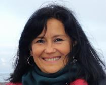 Lina Suspichiatti - Estudió Gestión de Arte y Cultura en la Universidad Nacional de Tres de Febrero. Se desempeña desde 2011 como asistente en el Programa de Arte de la Dirección Nacional del Antártico del Ministerio de Relaciones Exteriores de la República Argentina. Coordinó las últimas cinco campañas de la Residencia de Arte en la Antártida. Curadora adjunta en las exhibiciones Sur Polar III, IV, V y VI y en la IV Conferencia y Festival Internacional de Arte y Cultura Antártica (2012). En 2015 integró el jurado para la selección de artistas argentinos, Campaña Antártica 2016. Actualmente es ayudante adscripta de la Cátedra de Lenguajes Artísticos I en UNTREF e integra el equipo curatorial de Sur Polar.