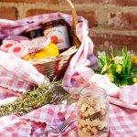 Crema di legumi, cubetti di speck speziati e crostini di pane al pepe nero