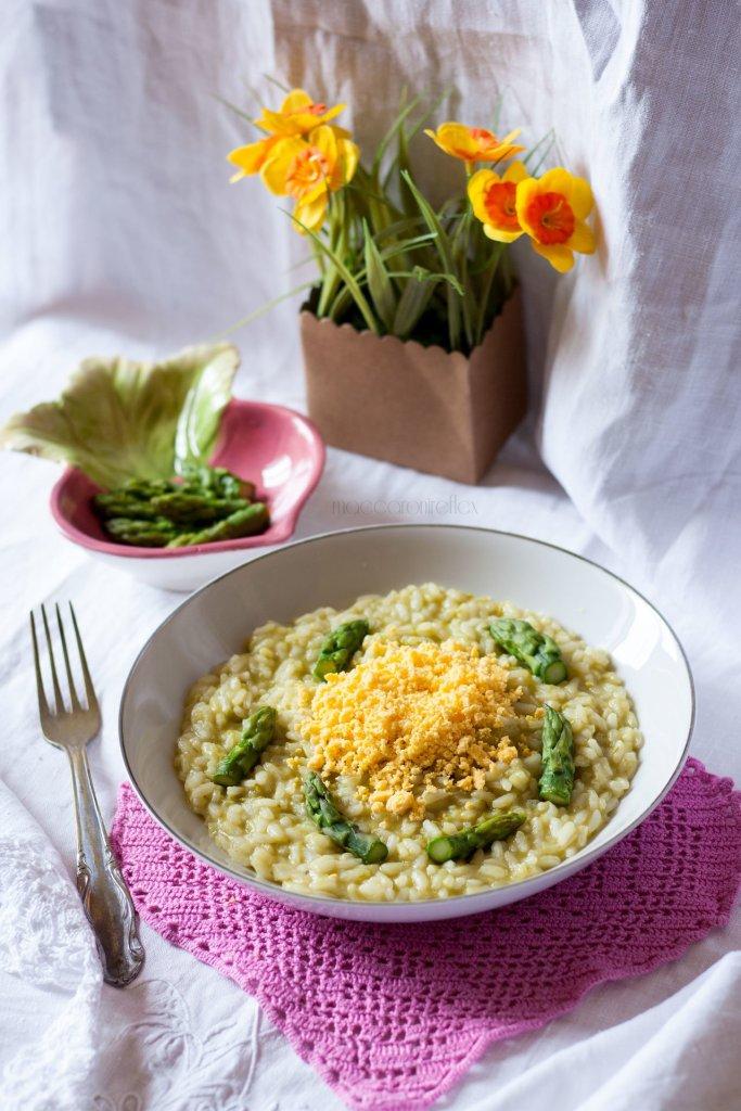 Risotto mimosa con uova e asparagi - festa della donna