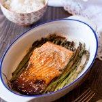 Salmone marinato al forno con asparagina o asparagi selvatici