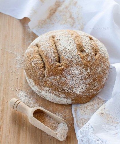 Pane integrale senza impasto cotto in pentola