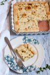 Torta salata con prescinseua, piselli e prosciutto
