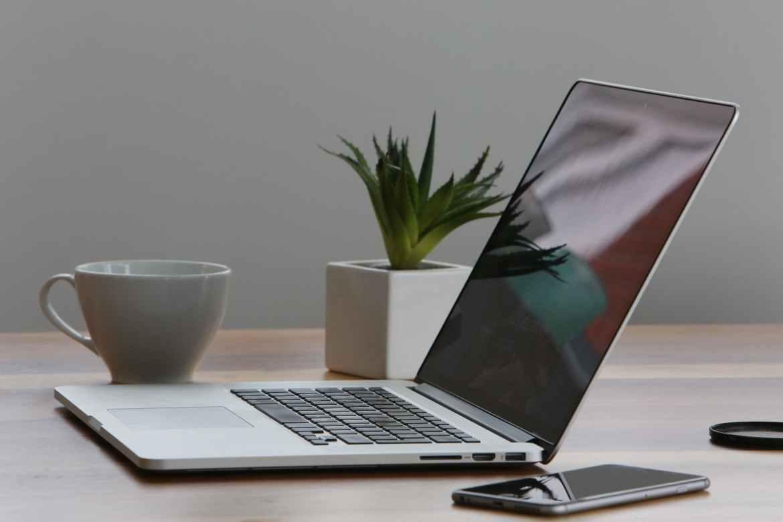 macbook pro iphone cup desk