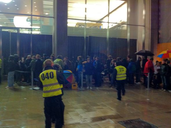 Apple Store, Hamburg Germany @ 12:04am EDT