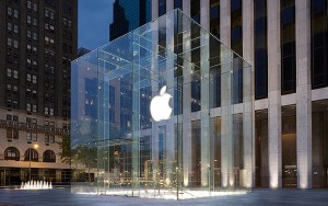 Apple Store bag check - image: Apple Store Fifth Avenue
