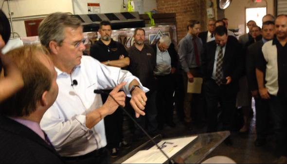 Jeb Bush shows off his Apple Watch and health/fitness apps (photo: Steve Krafft via Twitter)