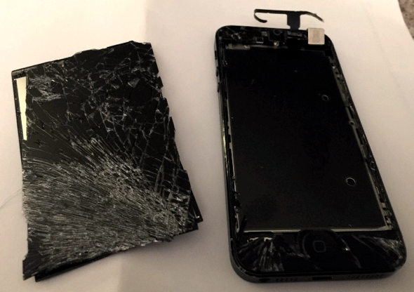 Smashed Apple iPhone after a car accident still works