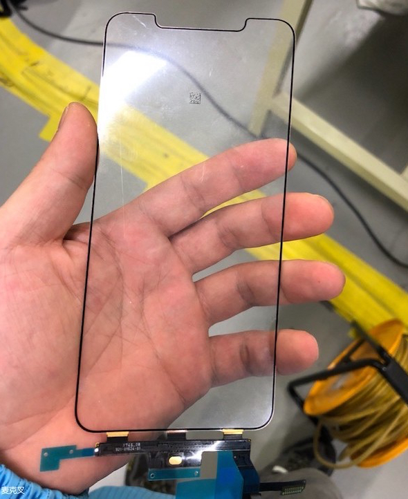 "Purported 6.5-inch ""iPhone X Plus"" display and digitizer (via MacX forums)"