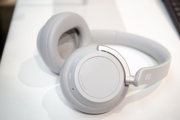 Microsoft Surface headphones. (photo: Tom Warren / The Verge)