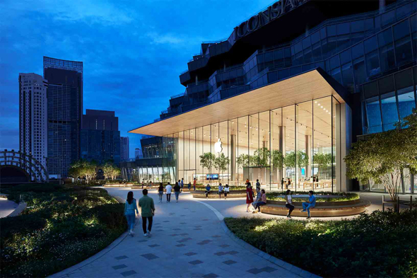 Apple Iconsiam is located in Bangkok on the shores of the Chao Phraya