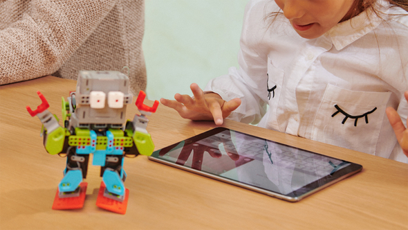 Apple recognizes women's stories and creative contributions throughout the month of March and introduces new learning opportunities for girls in coding.