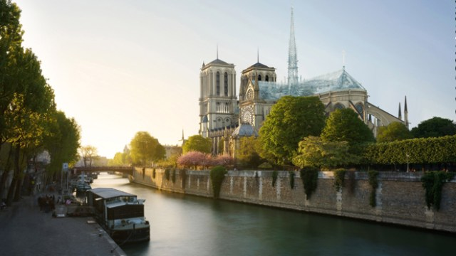 Apple Store architect wants to use only glass to rebuild Notre-Dame's roof and spire