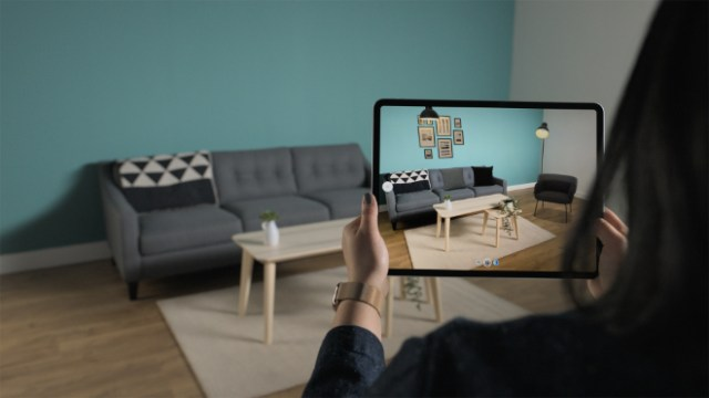 The new Studio Mode for IKEA Place, available later this year, harnesses iPad Pro's LiDAR Scanner and ARKit to go beyond placing individual furniture and start furnishing entire rooms intelligently in AR. With Studio Mode, people can explore different areas in their home to discover Room Sets, like you see in the IKEA Store, which complement their existing furniture, space and style.