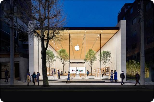 Apple Store reopen in South Korea . Image: Apple Garosugil (가로수길) exterior