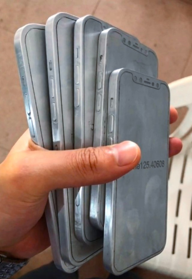 Alleged 'iPhone 12' molds reveal iPhone 4-like appearance. Source: Twitter @Jin_Store