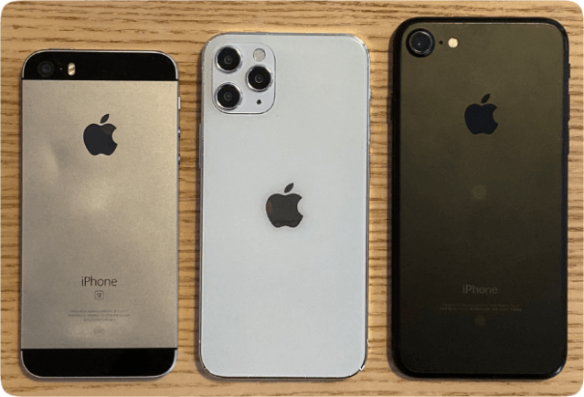 "iPhone 12  physical size: iPhone SE, 5.4"" iPhone 12 model, iPhone 7 (photo: <em>MacRumors</em> forum user iZac)"