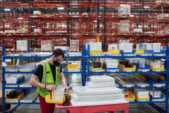 At Apple's distribution center in Carlisle, Pennsylvania, team members prepared iPhone 12, iPhone 12 Pro, and iPad Air for shipment to stores and customers across the East Coast and Canada.
