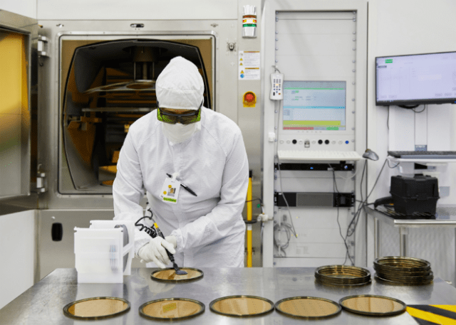 The $410 million award to II-VI from Apple's Advanced Manufacturing Fund will create additional capacity and accelerate production of future components for iPhone, supporting more than 700 jobs in Texas, New Jersey, Pennsylvania, and Illinois.