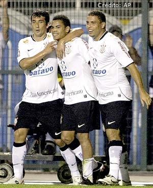 Douglas, Dentinho e Ronaldo