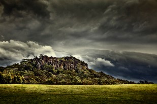 1_dm_hanging rock