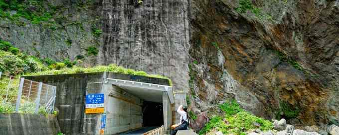 徳浜の断崖 バナー 写真