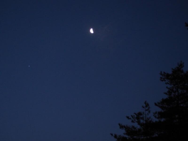 夜明けの水星と月