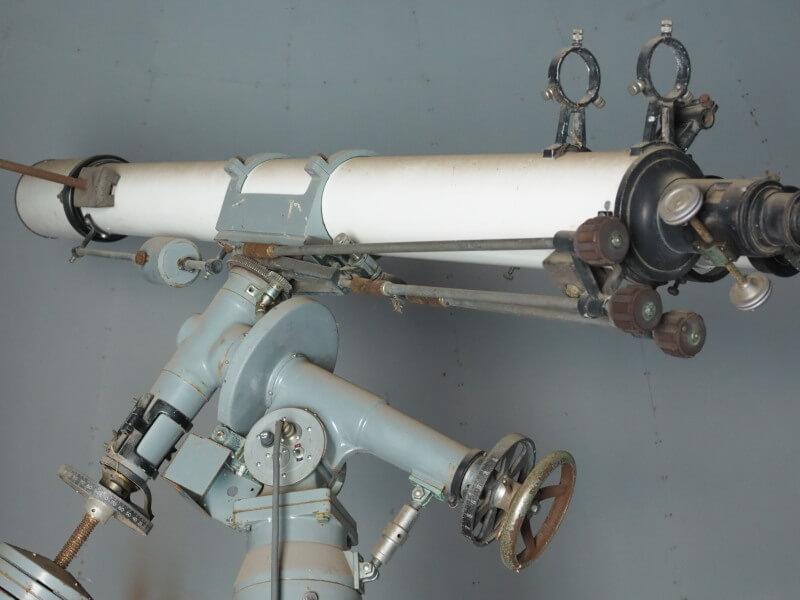 廃校に眠る天体望遠鏡
