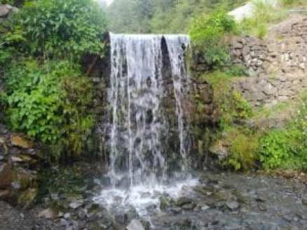 Picture of a waterfall close to Murree. Photo by Beenish Fatima, some rights reserved.