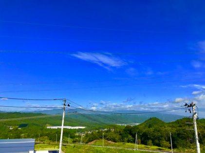 休憩中、会社の駐車場から見た矢祭町。送電線が素敵でしょ(山野井 男性)