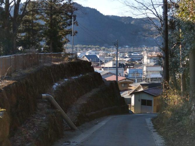 役場に降りていく坂道のこの風景が好きです(東舘・女性)