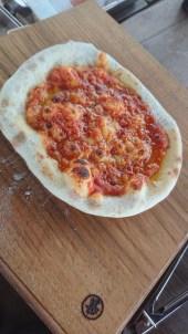 ピザが日の丸っぽいので。(東舘・男性)