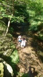 川で水遊び(東舘・女性)