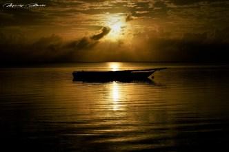Łódka o wschodzie słońca