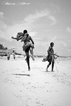 Zanzibar-Masajowie-Masajki-Ocean-Owoce-warzywa-plaża-ludzie-Małpka-Fot.Macie-11