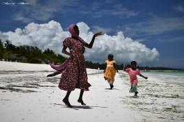 Zanzibar, Masajowie, Masajki, Ocean, Owoce, warzywa, plaża, ludzie, Małpka