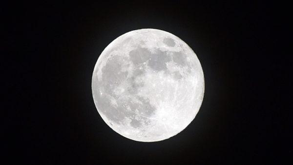 【デジイチ】初めてデジイチで月を撮影してみた