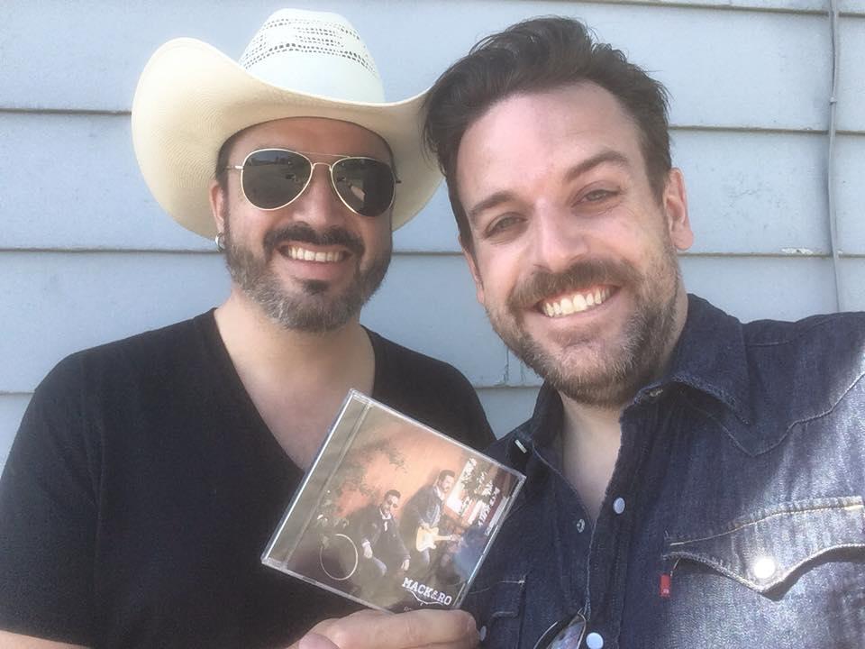 L'album Romaine de Mack et Ro est maintenant disponible en magasin!