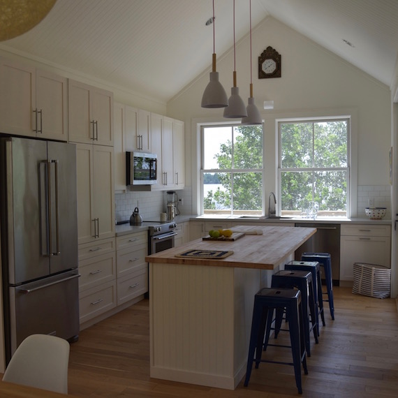 Cottage kitchen Lake of the Woods MacKneson Design Inc