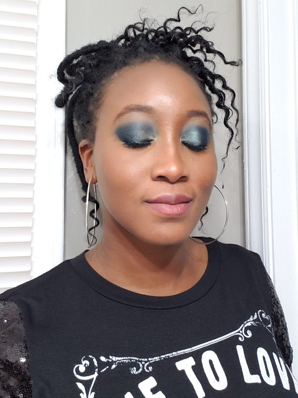 african-american woman blue melt cosmetics eyeshadow