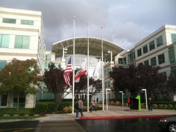 Bandeiras a meio mastro em Infinite Loop