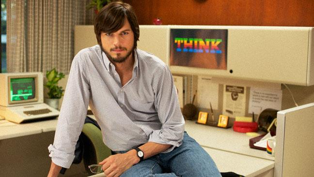 """Ashton Kutcher interpretando Steve Jobs no filme """"jOBS"""""""