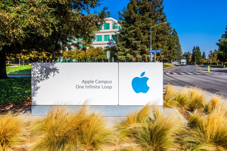 Placa no campus da Apple em 1 Infinite Loop