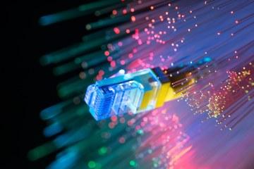 Cabo de rede sobre fios de fibra óptica