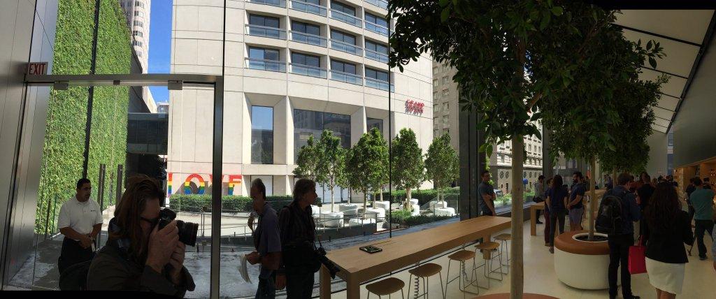 Vista interna da fachada e Genius Grove, Apple Union Square