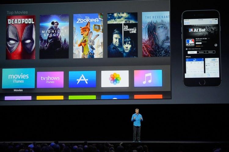 Eddy Cue no palco da keynote da WWDC 2016 falando sobre o tvOS