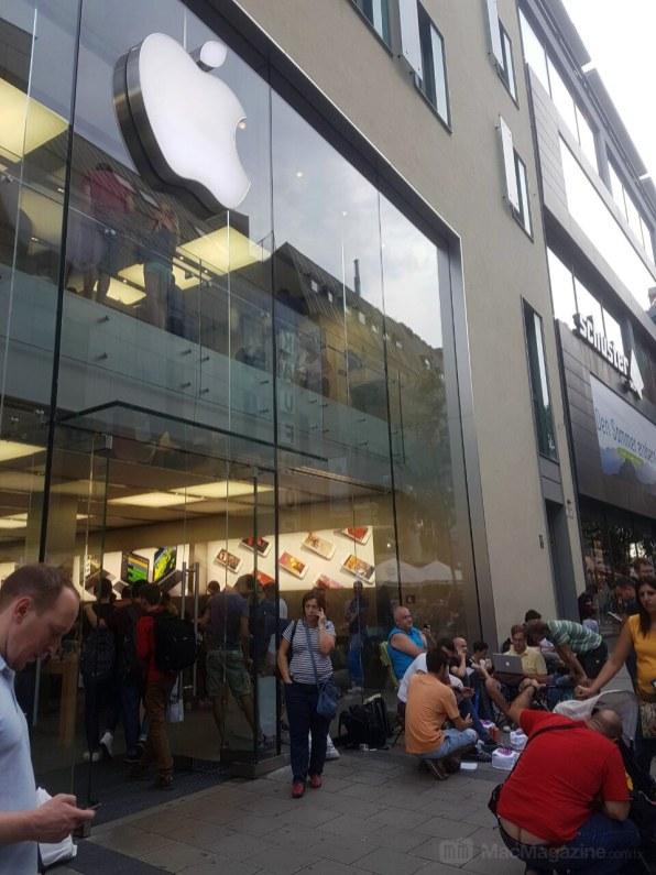 Fila na Apple Rosenstraße para o iPhone 7
