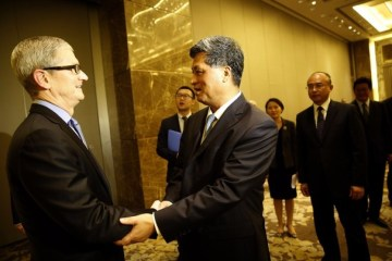 Tim Cook reunião China Shenzhen