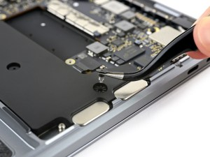 Alto-falantes do novo MacBook Pro