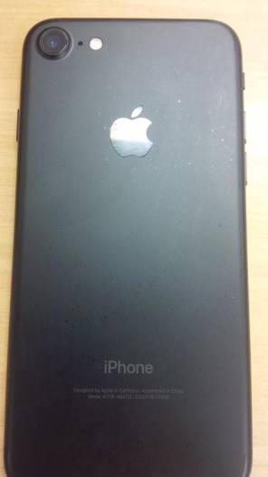 iPhone 7 preto matte descolorindo